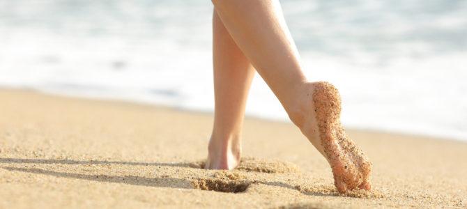 """In forma con il """"barefooting"""" negli hotel a Rimini vicino al mare"""
